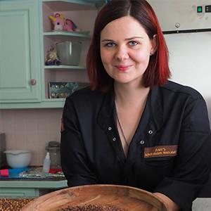 Amy Wiesner in ihrer Schokoladen-Werkstatt Bean to Bar Schokolade